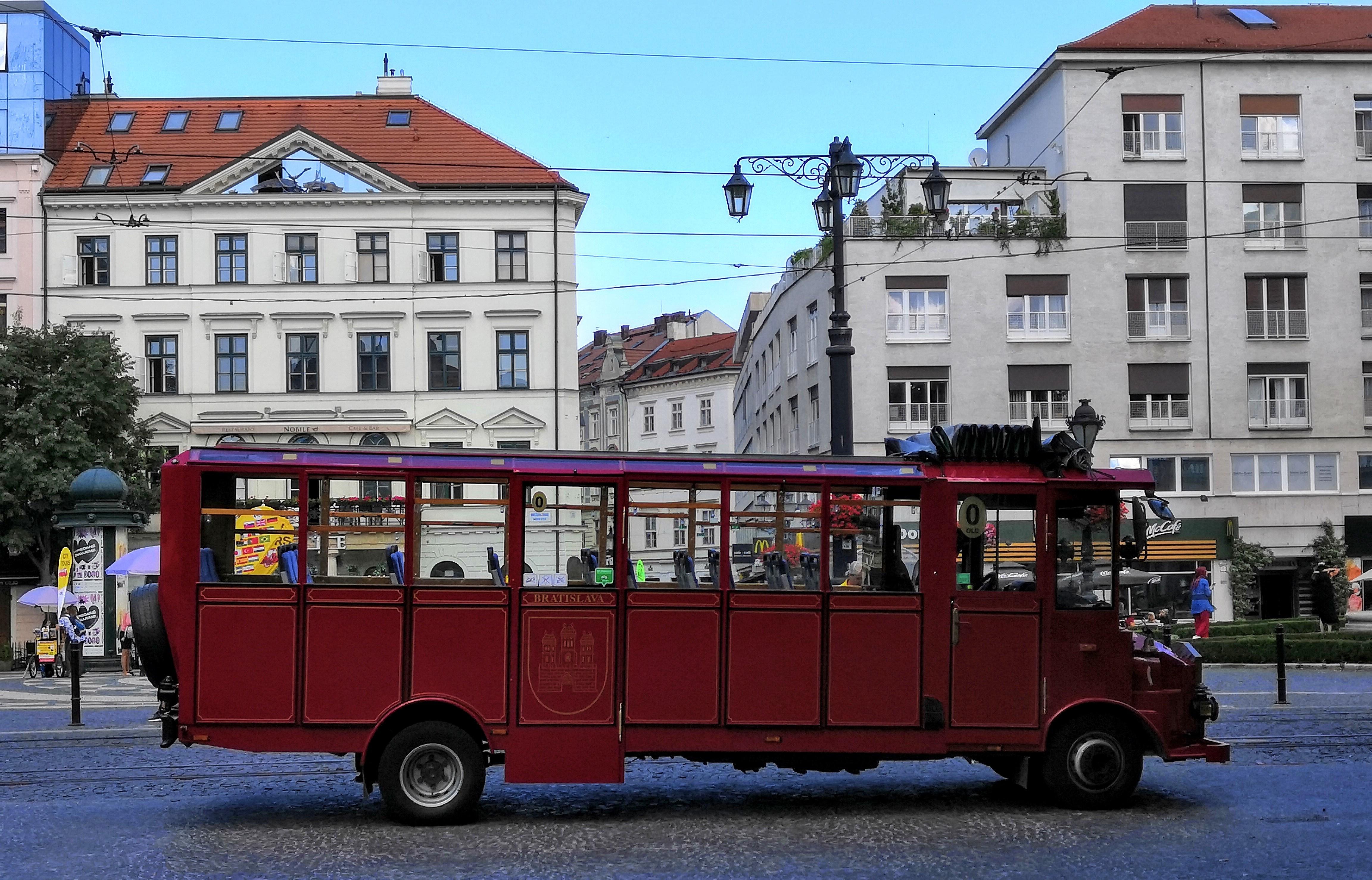 bratislava-bus.jpg